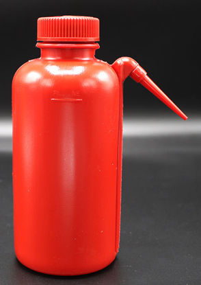 Picture of BN-602 - 500 ml Red LDPE Wash Bottle w/ Spout (BN602)